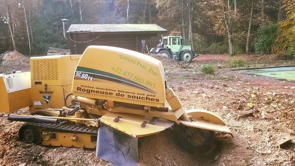 Machines qui découpent les arbres