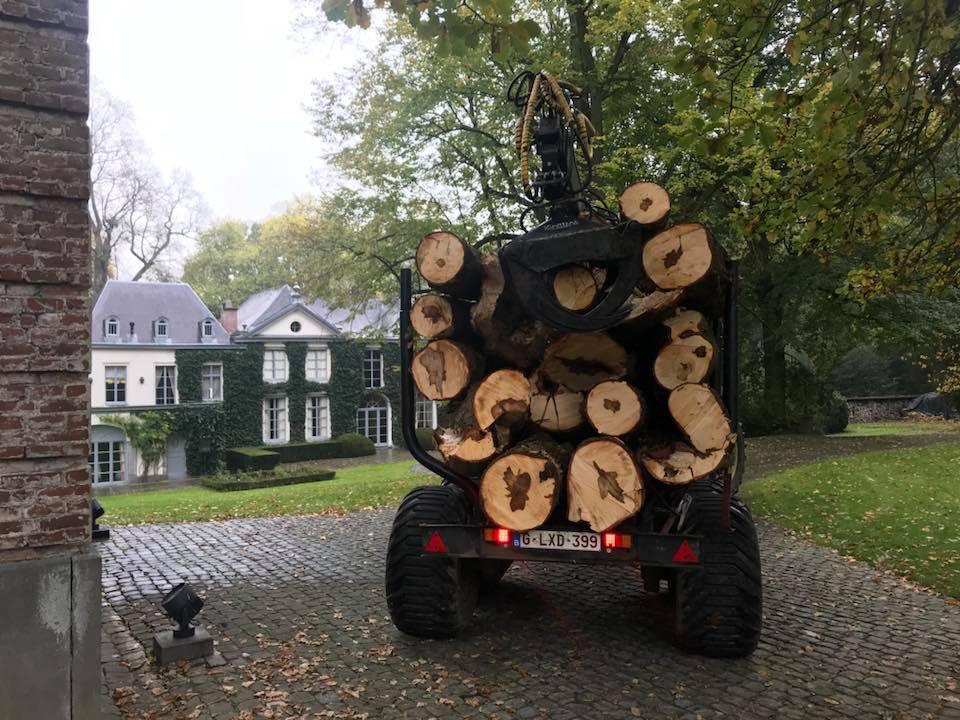 Gestion des restes de bois avec un véhicule